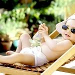 SVE OVO TREBA DA ZNATE : Kako preživeti letnje vrućine sa bebom?
