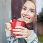 U malo vode sipajte med i jabukovo sirće, popijte pre doručka: Efekat poput magije! (RECEPT)