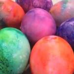 Ofarbajte jaja uz pomoć pene za brijanje (VIDEO)