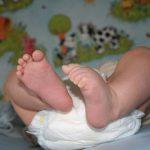 BATA MALI HEROJ : Mama je ostavila bebu samu na pultu za presvlačenje a onda …