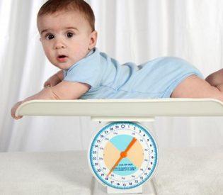 Dobijanje na težini bebe u prvim mesecima šta treba da znate !