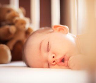 Evo Zašto je važno da beba leži na stomaku?
