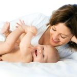 Osam znakova po kojima ćete znati da je vaša beba zdrava i srećna *