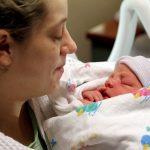BRAVO, LEKARI: Rođena prva beba podmlađivanjem jajnika majke!