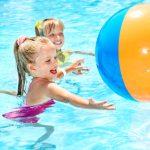 5 roditeljskih grešaka koje mogu povećati rizik od davljenja dece na bazenima