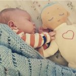 Izmišljena je lutka pored koje deca spavaju mirno kao pored majke. NE VERUJETE ? POGLEDAJTE :)
