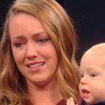 Slepi čovek prvi put ugledao svoju suprugu i bebu: Jednom rečenicom rasplakao sve! (VIDEO)