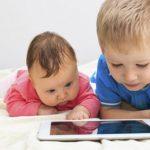 Francuski stručnjaci o alarmantnim podacima o vezi između poremećaja sličnih autizmu kod dece i boravka pred ekranima raznih aparata