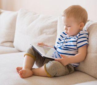 Uzbuna među Francuskim pedijatrima : Gledanje u ekran izaziva autizam!