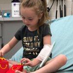 JEDANA MAMA upozorila je roditelje šta je doživela sa svojom petogodišnjom ćerkom nakon što ju je ugrizao krpelj.