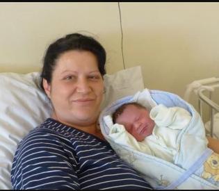 U Splitu i Sinju, praktički istovremeno, rođene prve bebe 2019. godine: Stigli smo u 23 sata, a u ponoć je maleni Petar već plakao