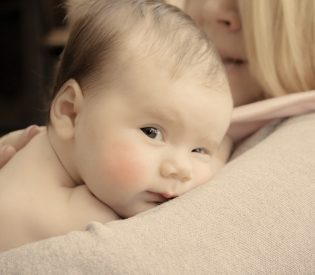 Ispovest neispavane mame !Šta se krije iza čestog bebinog buđenja tokom noći